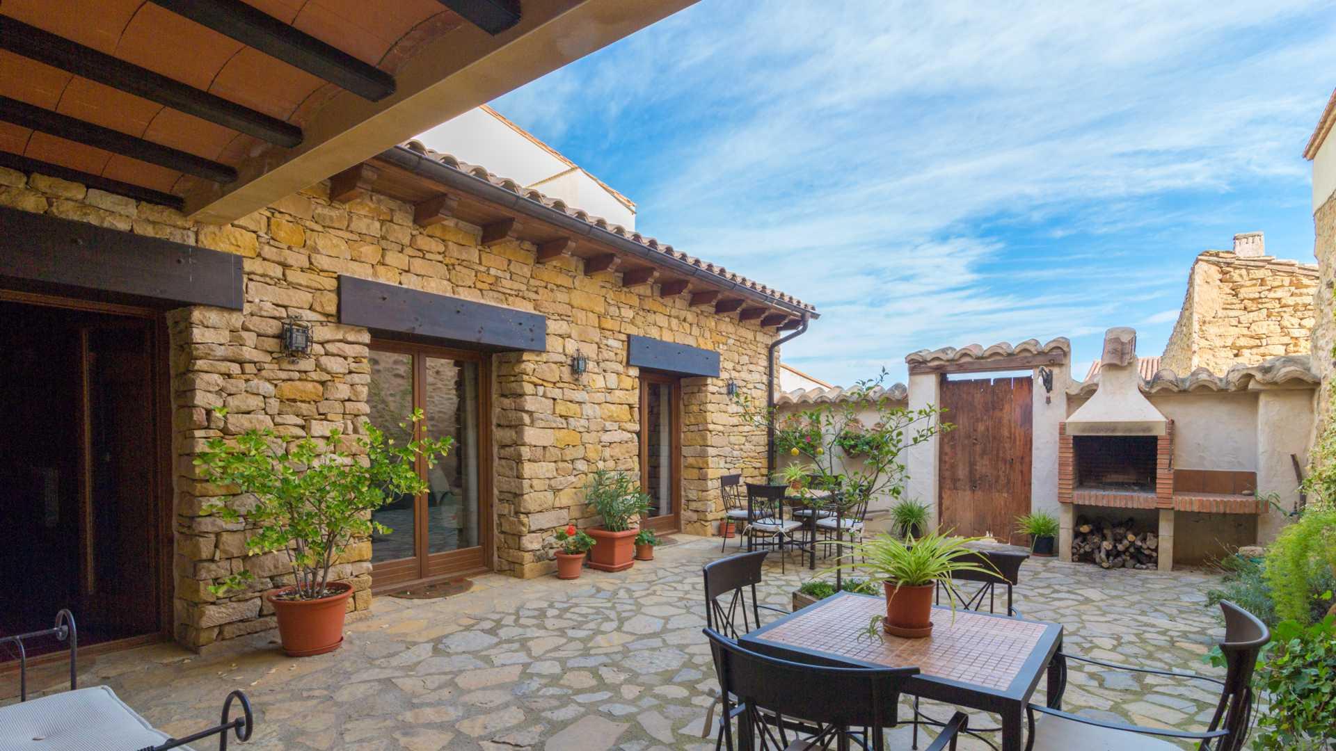 El jard n con barbacoa casa rural valero for Casa con jardin valencia