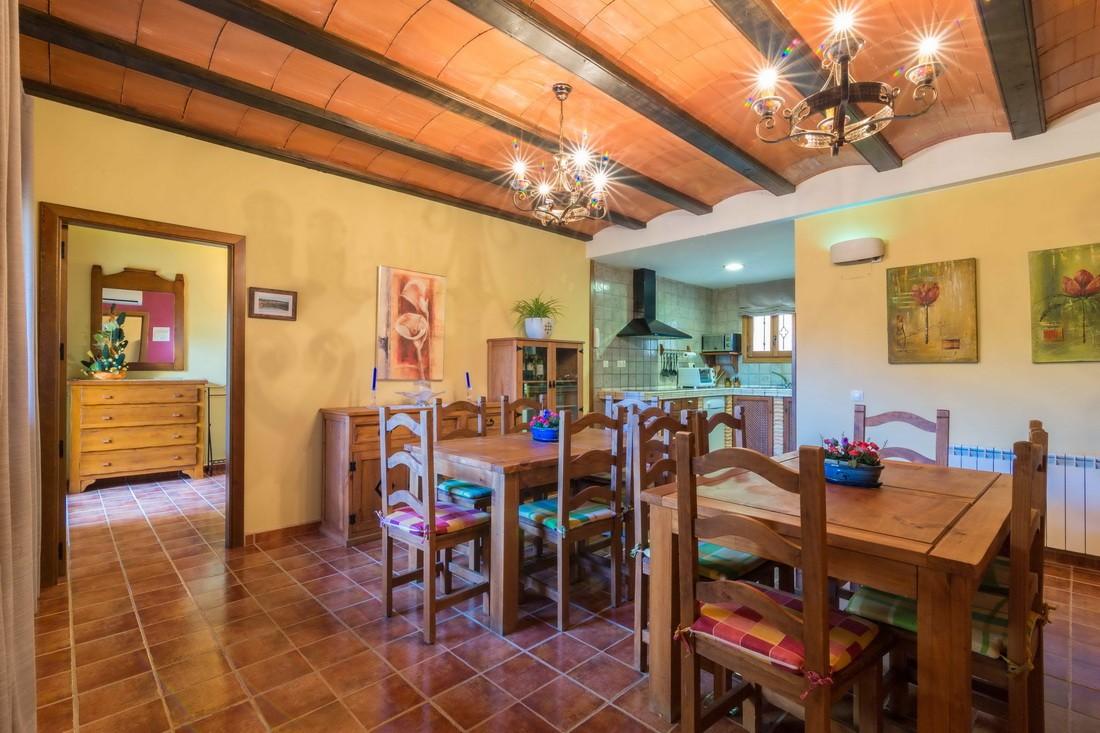 Cocina y comedor en el corral de Valero